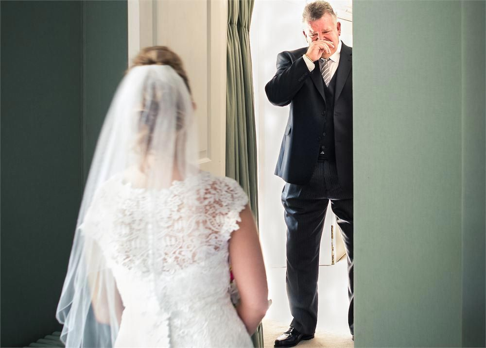35 Totally Emotional Father Of The Bride Photos That Will Make You Well Up