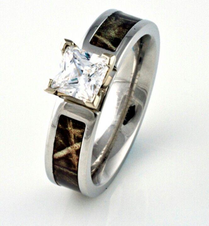 Realtree AP Engagement Ring. Nice Look