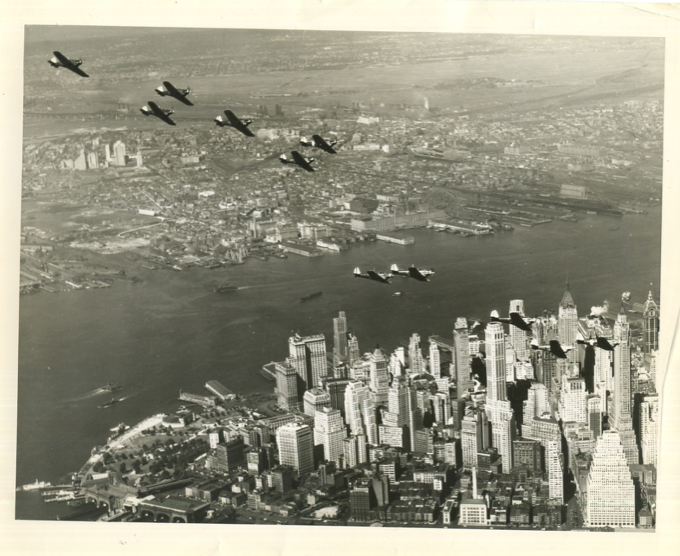 Bombers fly over Manhattan, 1931