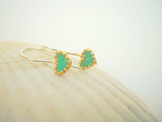 Green Silver earrings, Sterling silver earrings, Heart earrings with short hooks, golden dots contour, Boho style, tiny earrings, sparkly