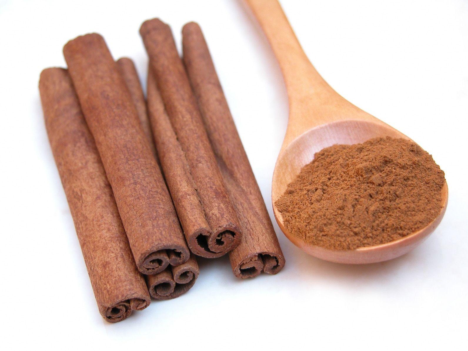 القرفة Cinnamon هي لحاء نبات شجرة دائمة الخضرة استوائية كثيفة يمكن أن يصل ارتفاعها من عشرة إ Cinnamon Benefits Sinus Headache Home Remedies Honey And Cinnamon