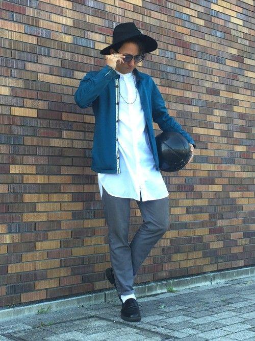 ノーカラーロングシャツとスラックスでシンプルカジュアルに☆ カラージャケットがアクセントです😋 フ
