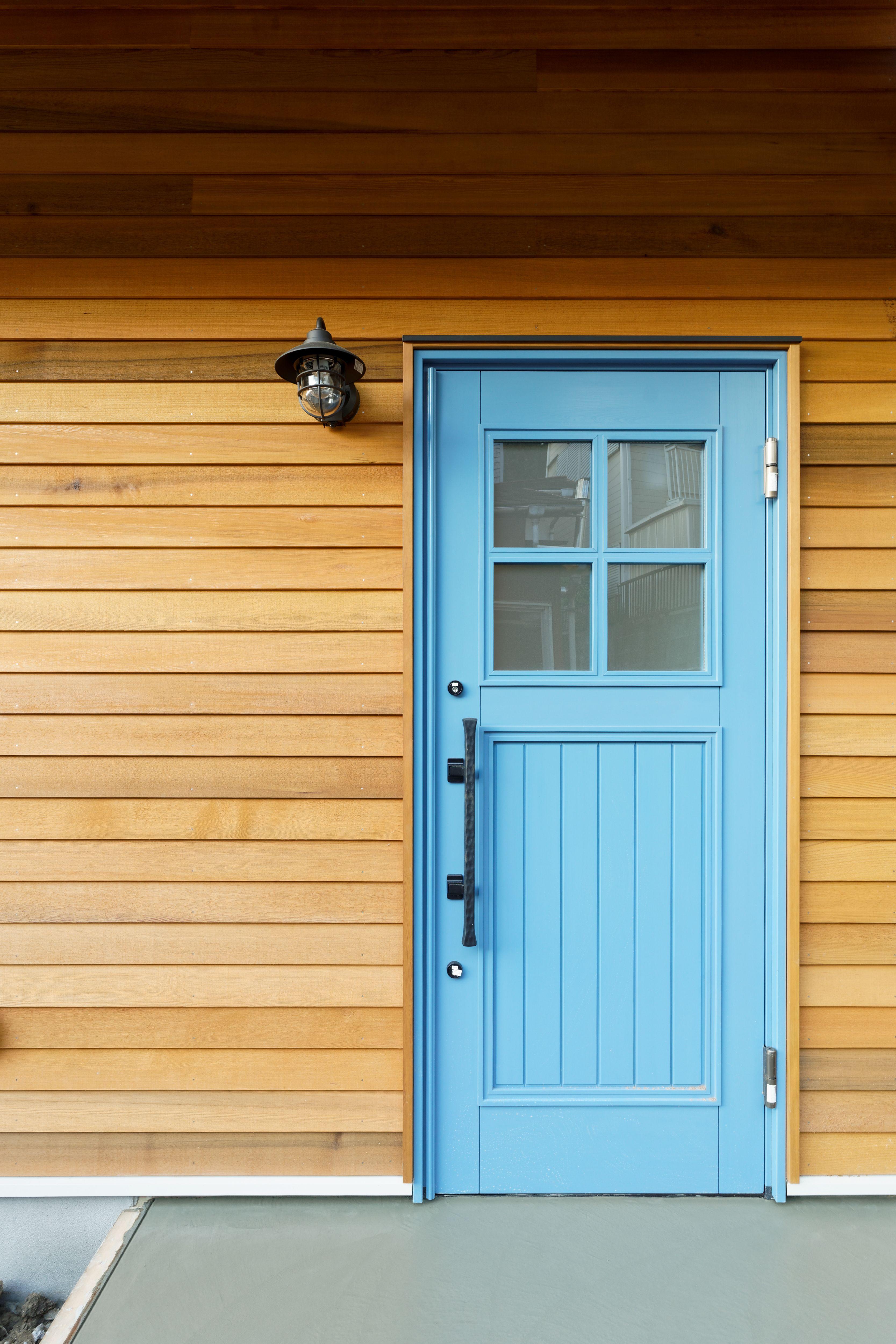 ワイズホーム Y Shome リノベーション 湘南 葉山 木製ドア 玄関 レッド