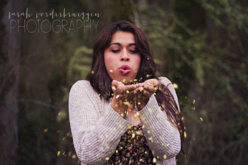 #portraitphotography #sarahvorderbrueggenphotography #seniorphotos #seniorphotography #glitter