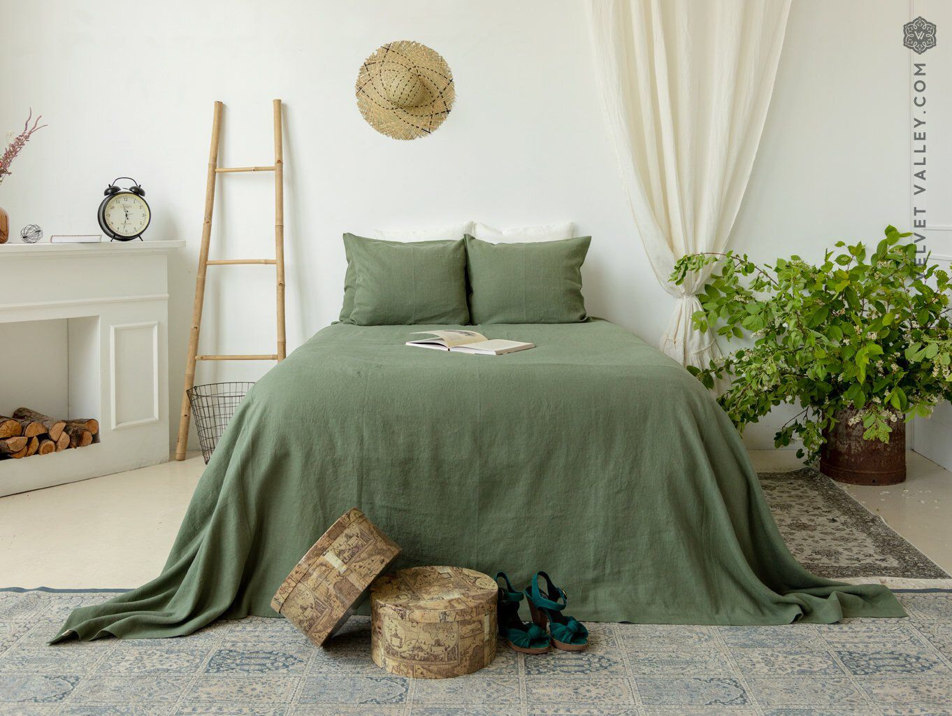 Moss Green Linen Bedspread Olive Green King Queen Size Bed Etsy Olive Green Bedrooms Sage Green Bedroom Green Rooms