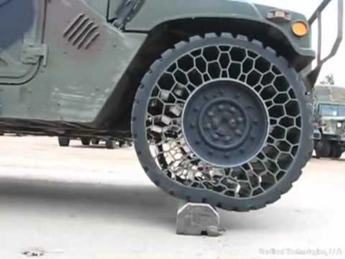 Airless tires off road military vehicles honeycomb design