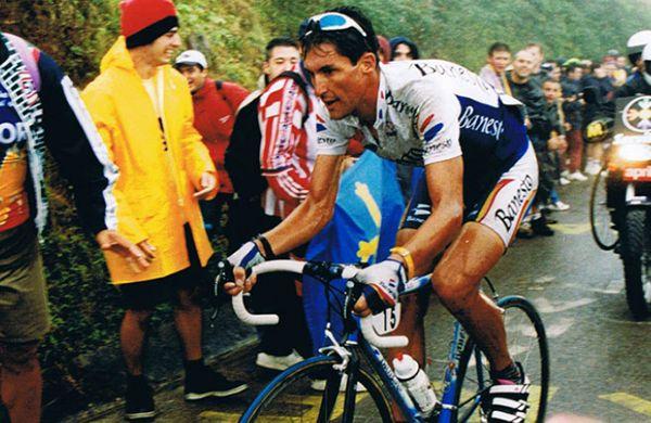 José María Jiménez destacó como campeón de España y ganó nueve etapas de la Vuelta Ciclista. En 2003, una parada cardiorrespiratoria se lo llevó a la edad de 32 años. La causa parece ser el consumo reiterado de drogas tras una terrible depresión.