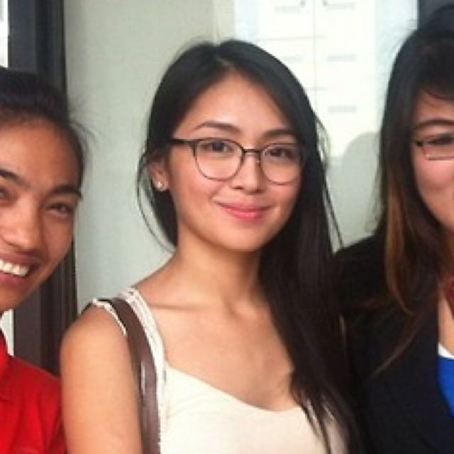 This is the pretty Kathryn Bernardo smiling for the camera ...