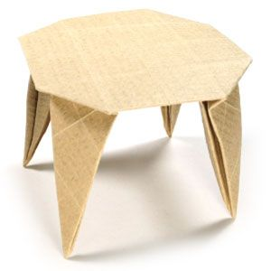 Incroyable Round Origami Dining Table