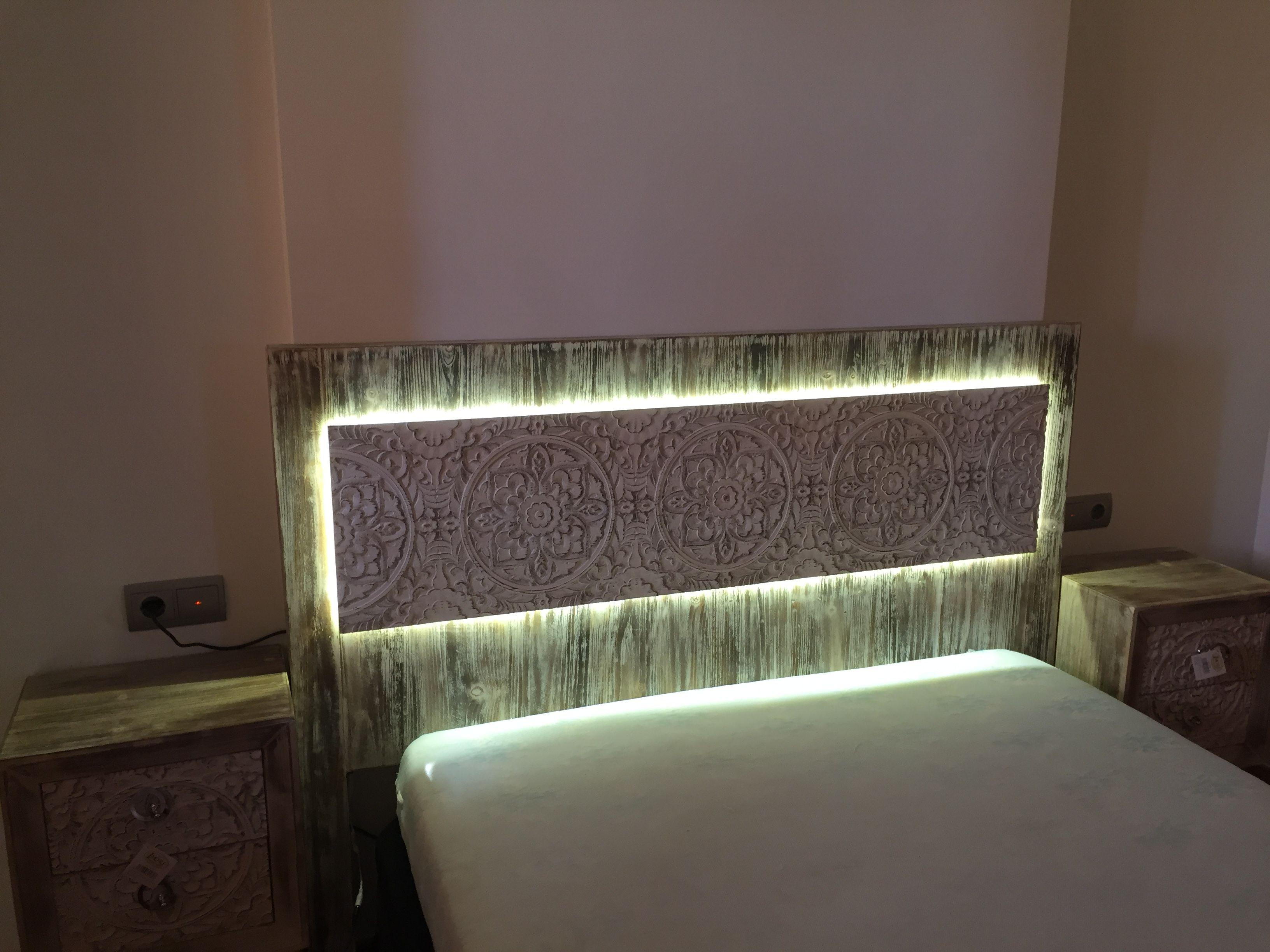 Cabecero madera tallada con iluminacion led karol dekora outlet pinterest outlets - Cabecero madera tallada ...