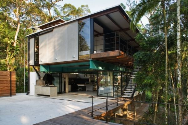 Brazilian studio Nitsche Associated Architects have designed a 2-storey residence in Iporanga, Sao Paulo. This contemporary house was completed in 2006.