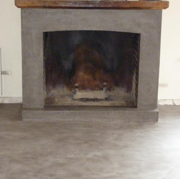 rénovation de cheminée en béton ciré par Les Bétons de Clara réseau ...
