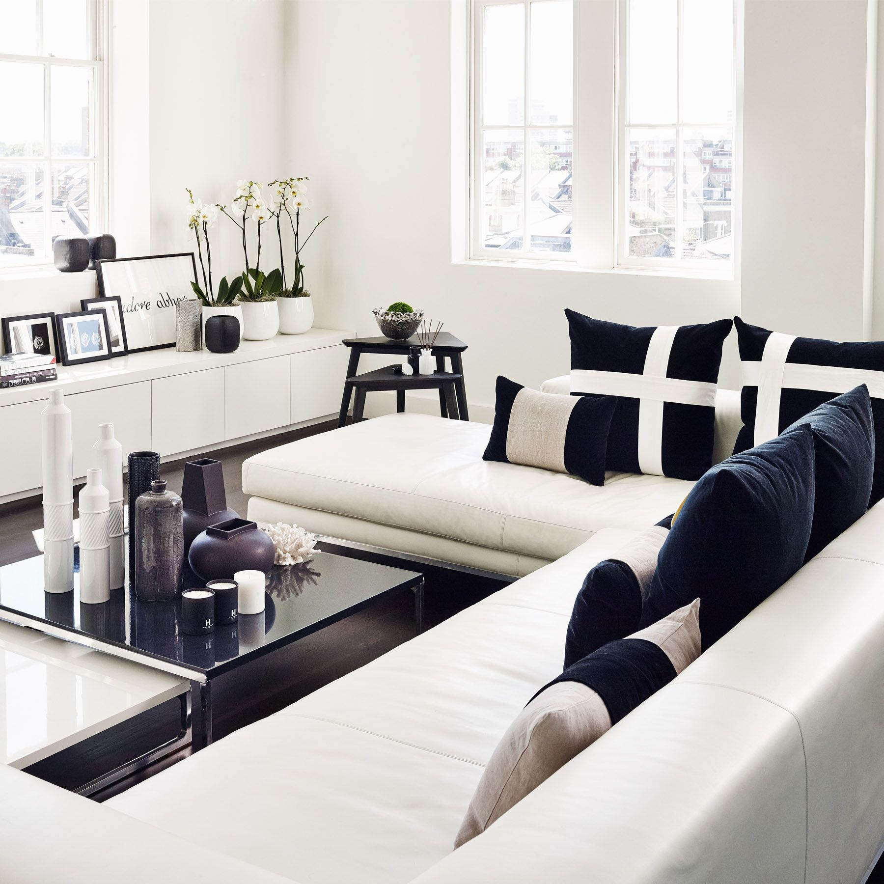 Rose series picture set of three kelly hoppen london for Decoracion hogar blanco