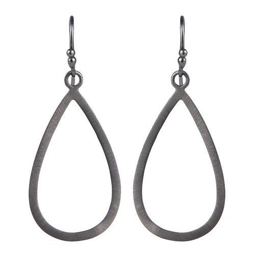 Enkle øreringe i sort sølv formet som en dråbe
