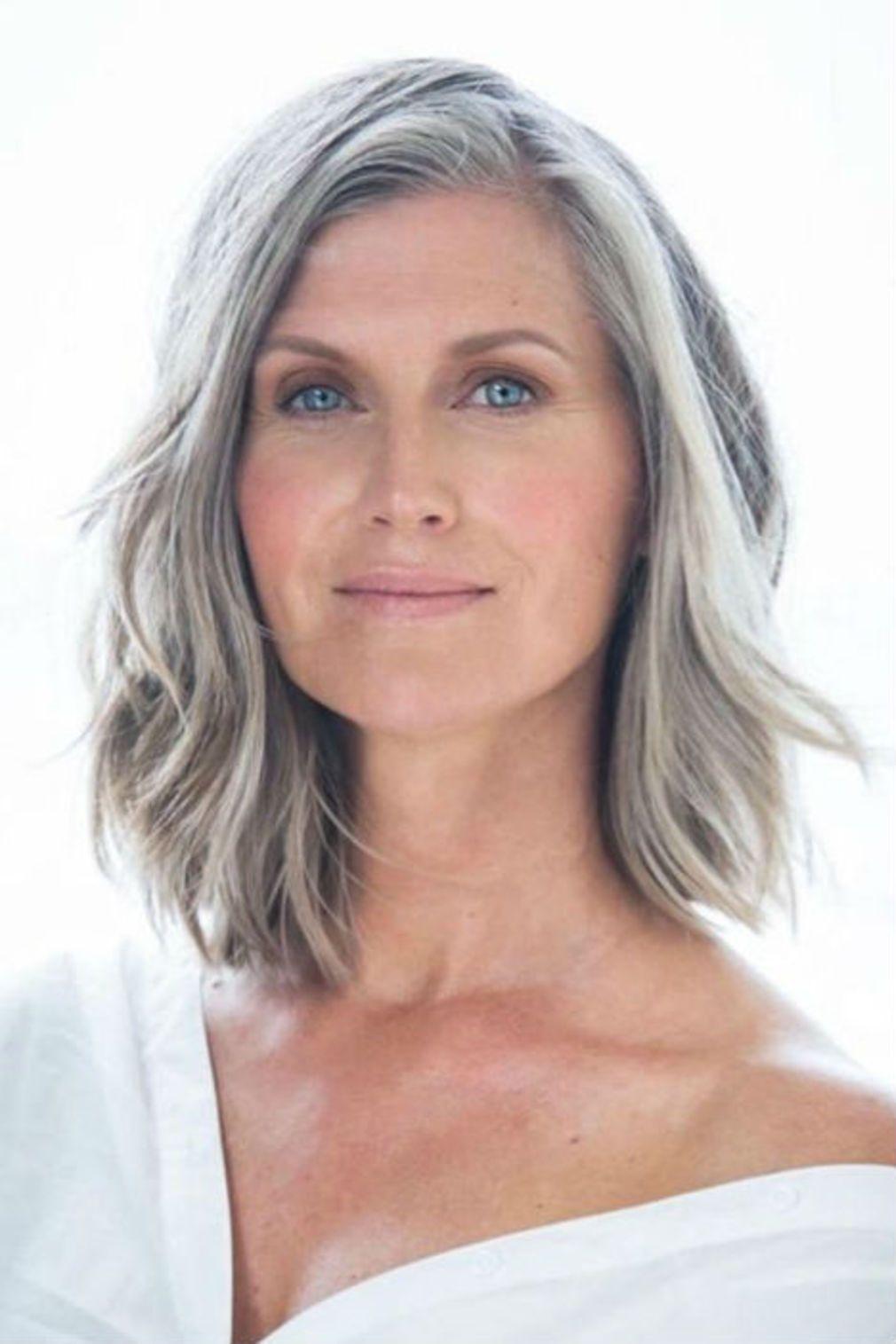 Coupe de cheveux long femme gris