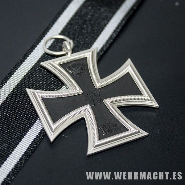 1914 Iron Cross 2nd Class. The definitive WW2 German award. A nice quality die struck copy. Antique silvered finish with black painted centre. Complete with suspension ring and length of ribbon.