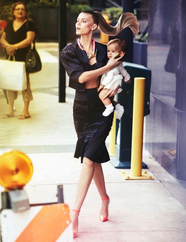 Maryna Linchuk es fotografiada por Alexi Lubomirski y estilo por Ekaterina Mukhina en 'Cómo conocí a vuestra madre' para la edición mayo 2012 de Vogue Rusia