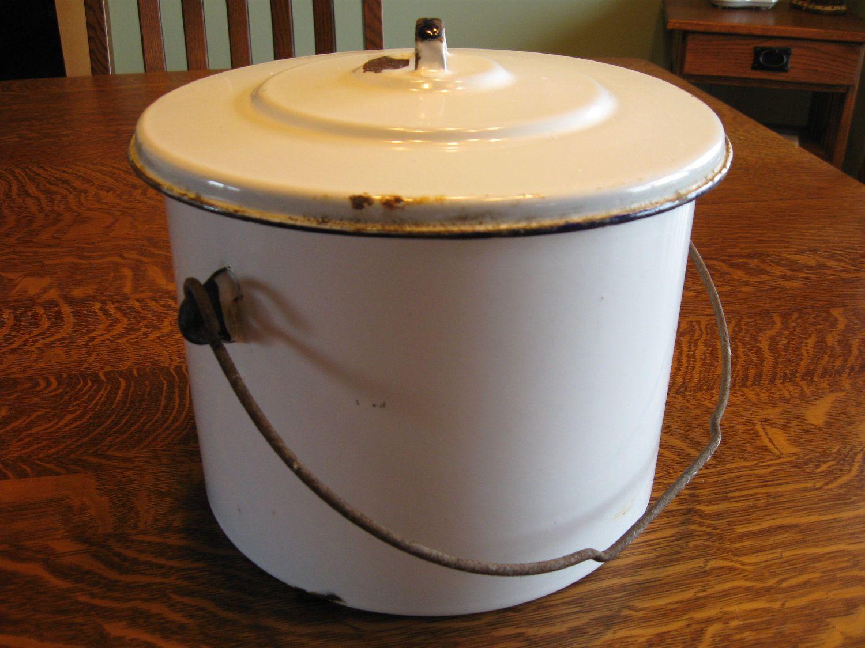 white enamel pot - http://img3.etsystatic.com/000/0/6310696/il_fullxfull.290038447.jpg