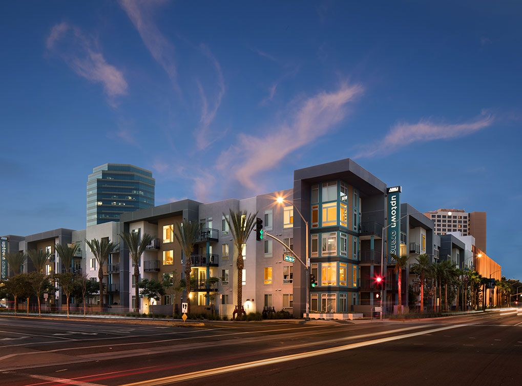 The Luxury Apartment Community At Amli Uptown Orange Offers Resort Style Amenities And 1 2 And 3 Bedroom Looking For Apartments Uptown Apartment Communities