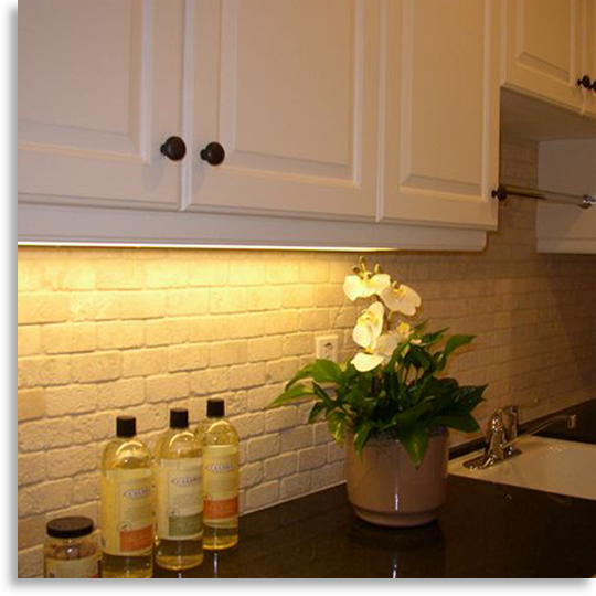 stone subway tile backsplash to mirror the white \