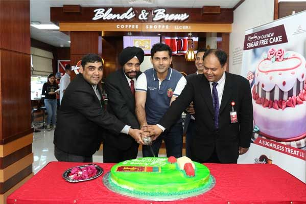 Cricketer Abdul Razzaq Visits Thumbay Hospital Dubai With Images