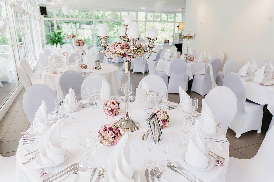 Beispiele Fur Blumen Auf Runden Tischen Fur Die Hochzeit Dekoration Hochzeit Servietten Hochzeit