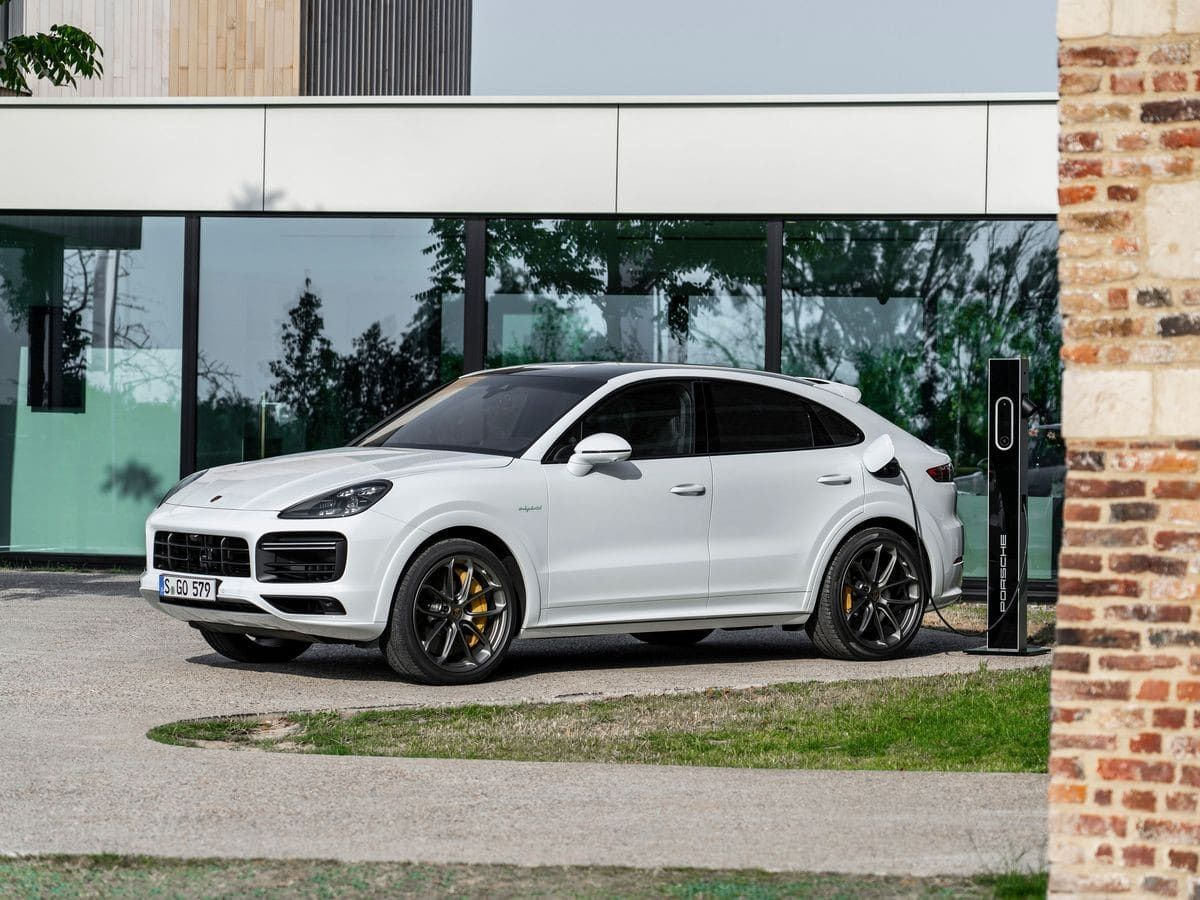 2020 Porsche Cayenne Turbo S E Hybrid First Review Kelley Blue Book Cayenne Turbo Porsche Suv Turbo S