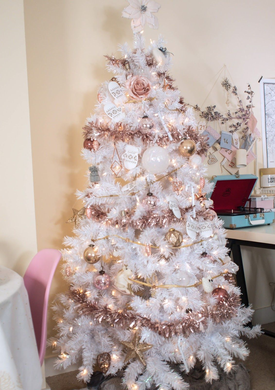 White Christmas Tree With Rose Gold And Pink Decorations Pink Christmas Tree Decorations White Xmas Tree Rose Gold Christmas