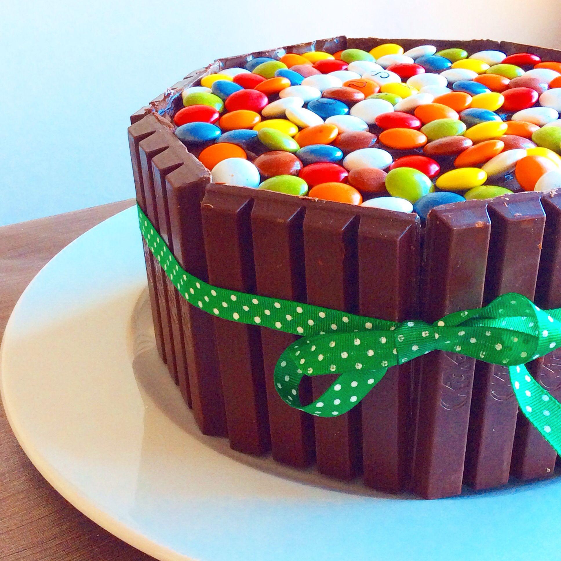 Kitkat and lacasitos cake. #homemade #cake #kitkat #lacasitos