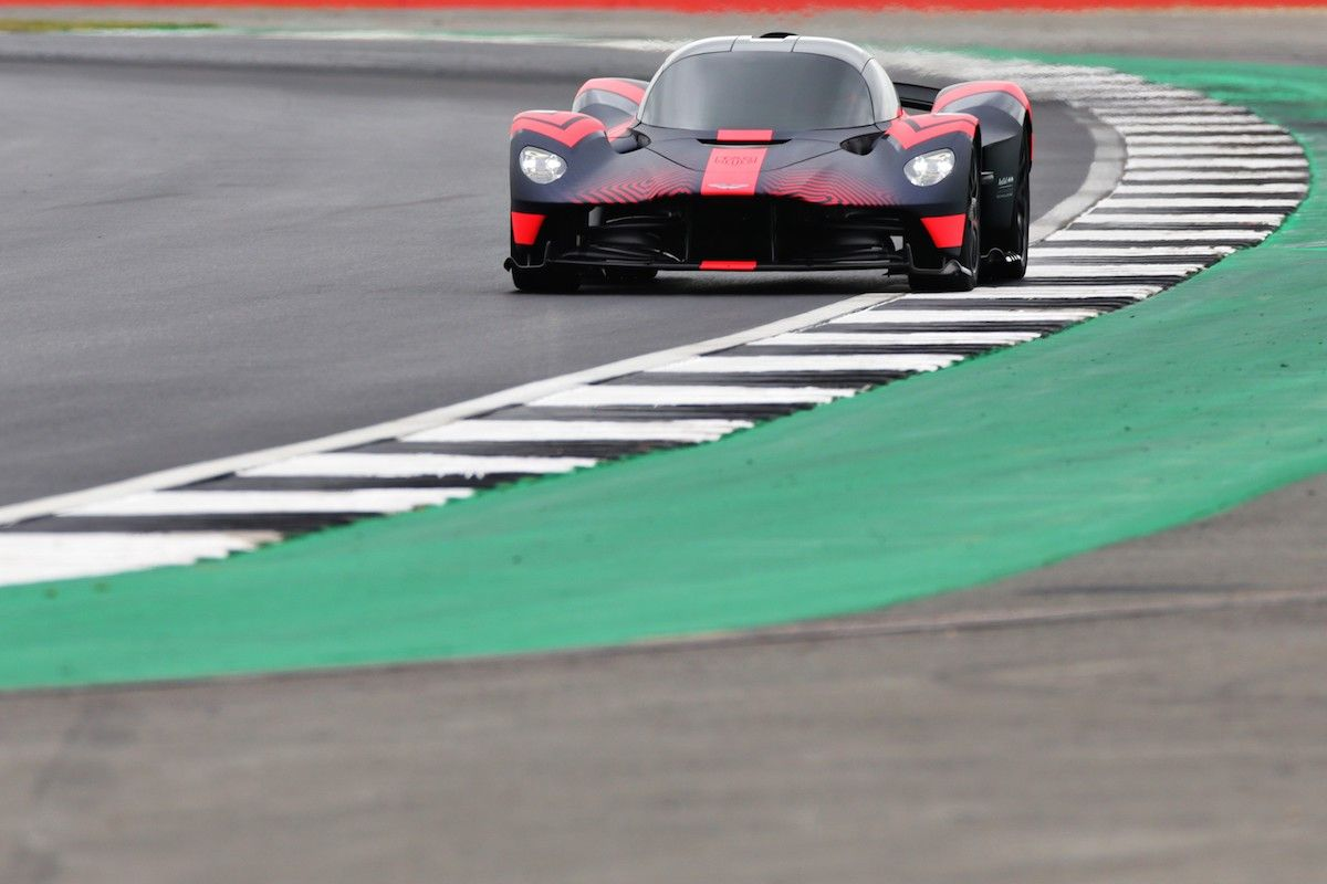1 160 Hp Aston Martin Valkyrie Hypercar Makes Track Debut At Silverstone The Drive In 2020 Aston Martin Super Cars Aston