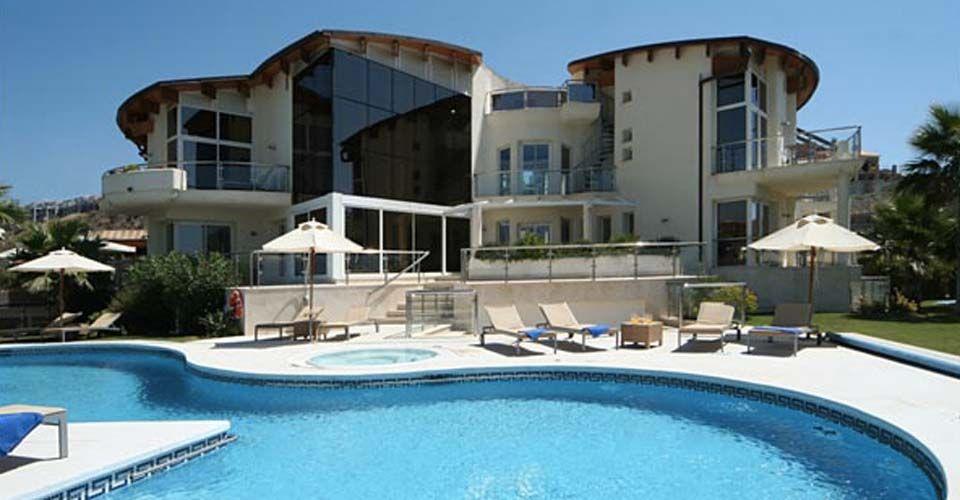 Cette villa de luxe situ e marbella est l 39 une des villas for Villa de luxe paris