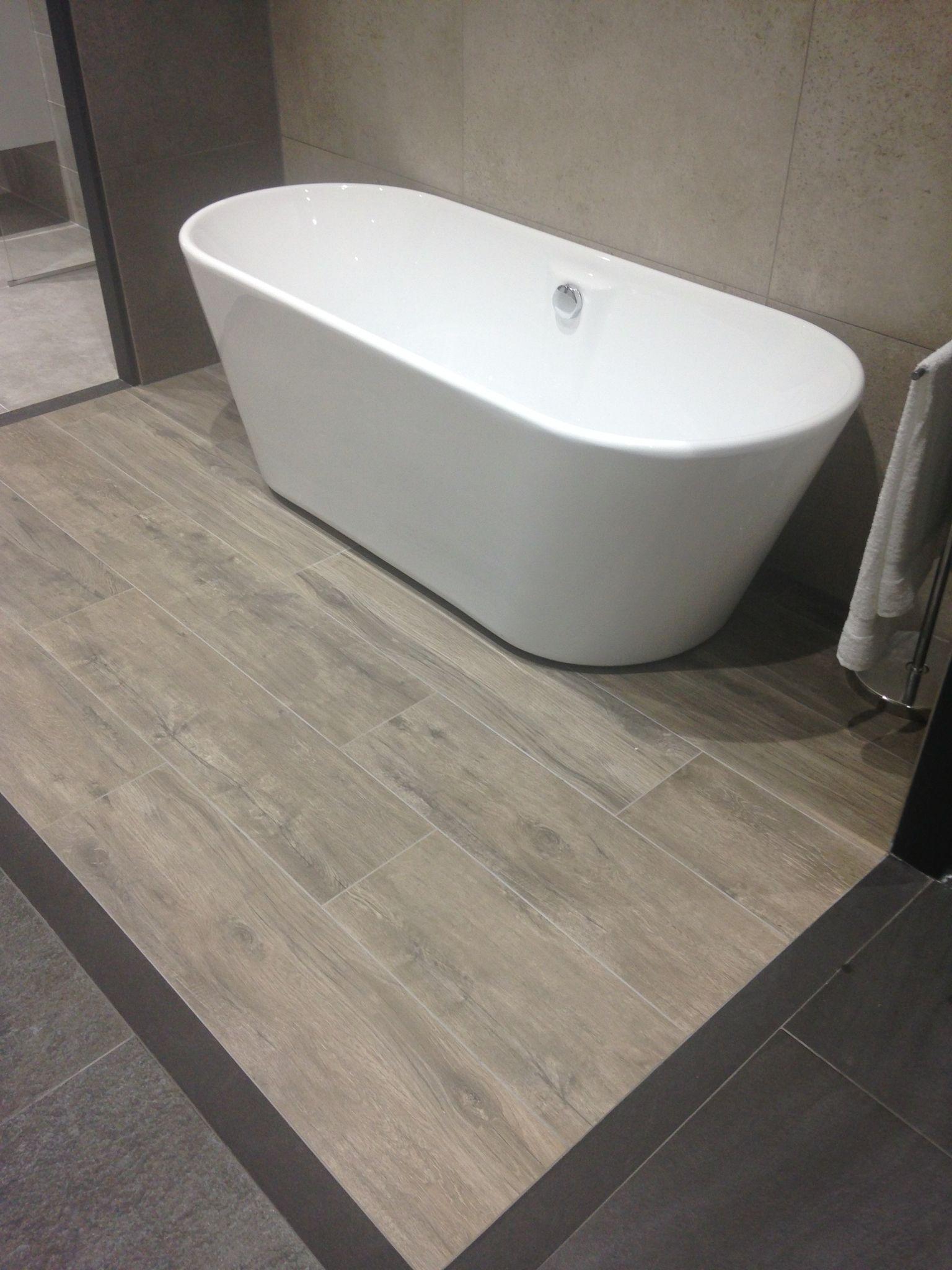 voorbeeld met stenen parketlook bij sanitairtotaal vloer