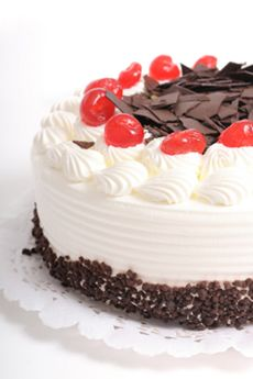 Black Forest Cake Berries Cakes Cake Types Of Cakes Berry Cake