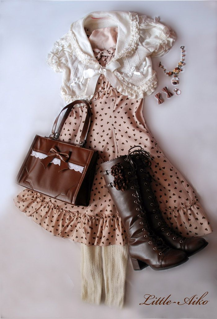 Looks like a BJD set, but lovely influence for casual lolita.