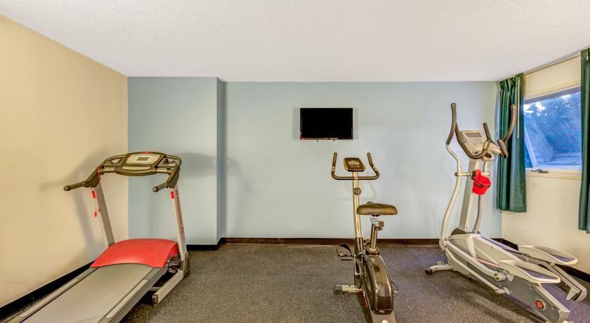 Fitness Center At The Days Inn Shrewsbury Worcester In Machusetts