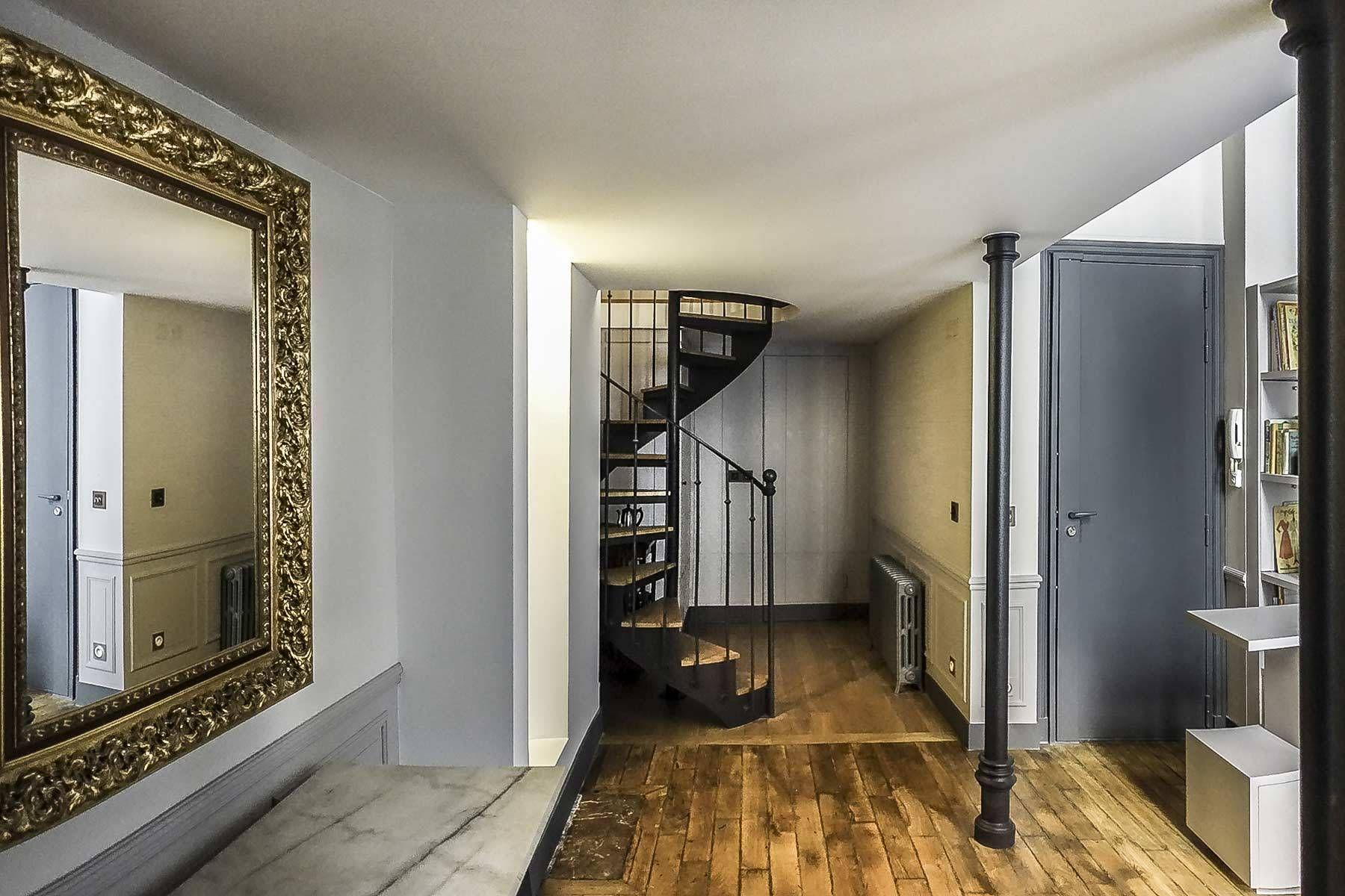 Escalier h lico dal en acier et bois style 1900 spir for Appartement deco bistrot