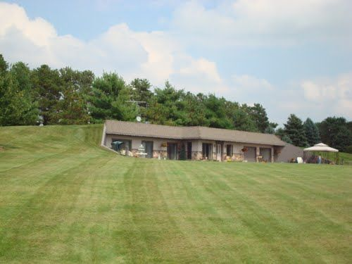 Panoramio Photo Of Awesome Berm House In Oskaloosa Earth Sheltered Homes Underground Homes Earth Homes