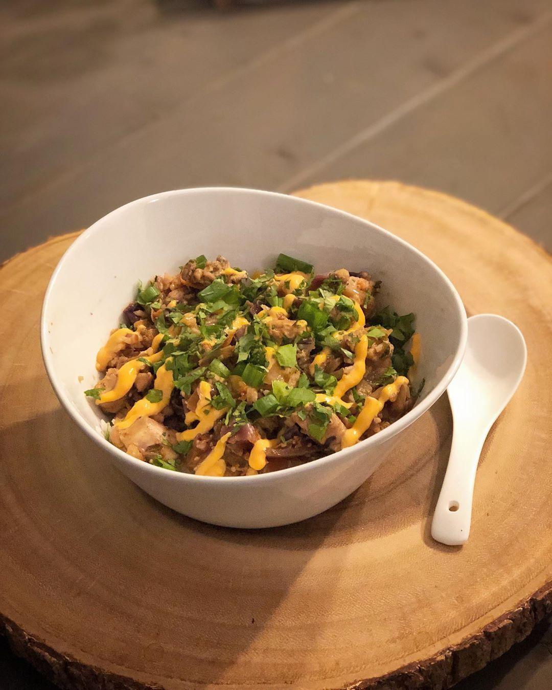 Easy Chicken & Cabbage Stir Fry mit Reis. Rezept inspiriert von: Sriracha Mayo #cabbagestirfry