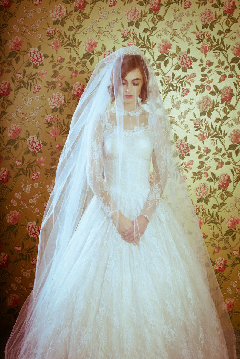 love this vintage lace wedding dress!