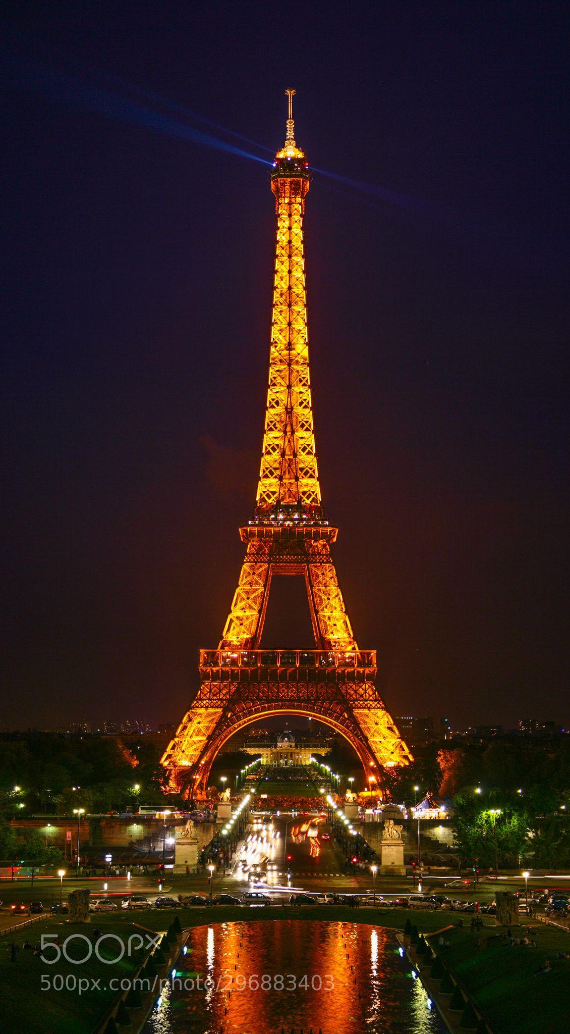 Eiffel Tower At Night By Sunj99 Eiffel Tower At Night Eiffel Tower Paris At Night