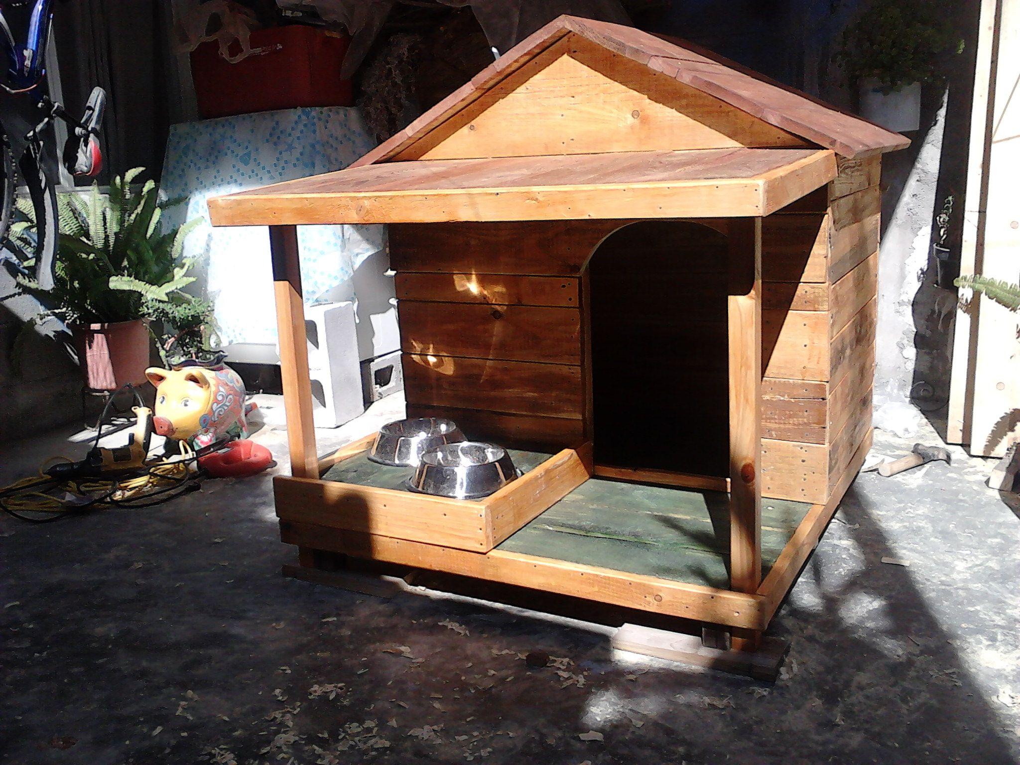 Casa para perro con alimentador y porche dog house in wood - Casas con porche ...