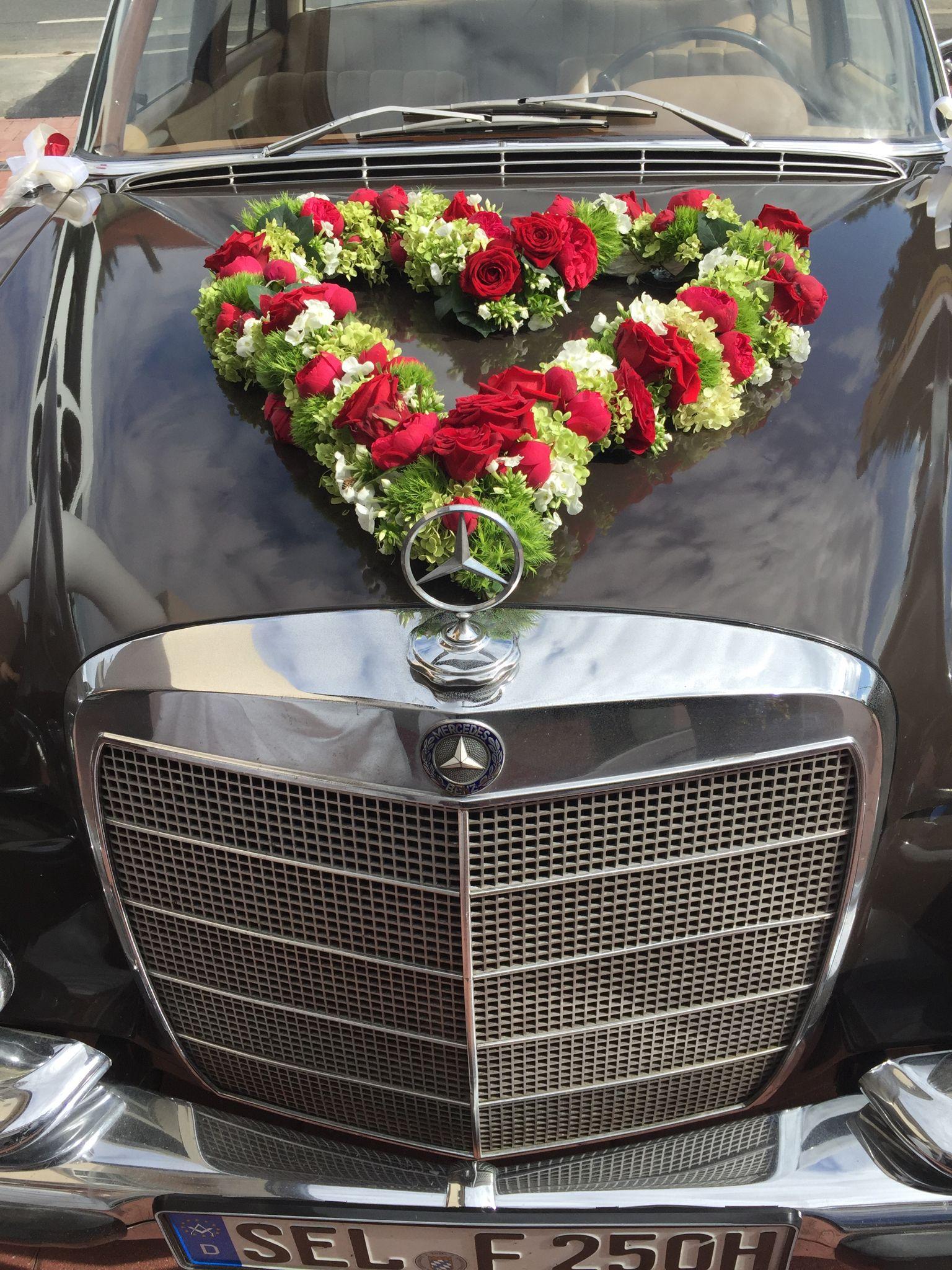 Blumenschmuck Auto Hochzeit Herz