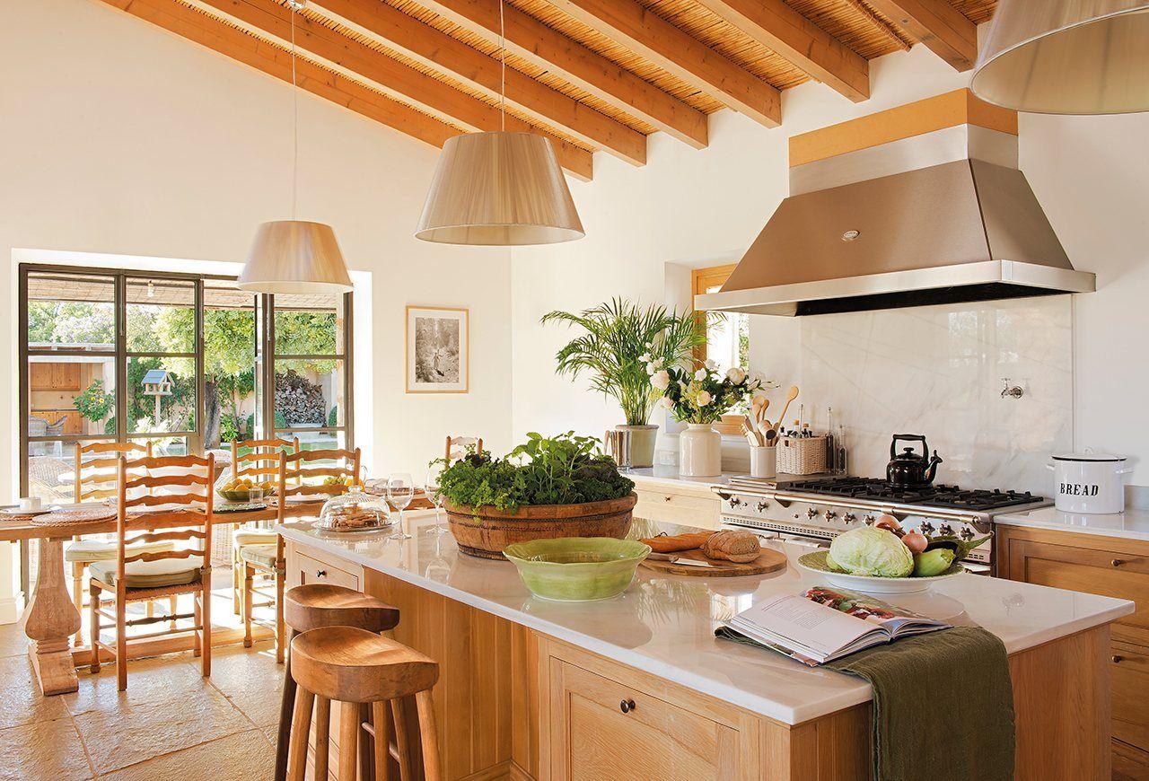 Hacia el office Muebles de Neptuna en Dyvels Home Cocina de La Cornue