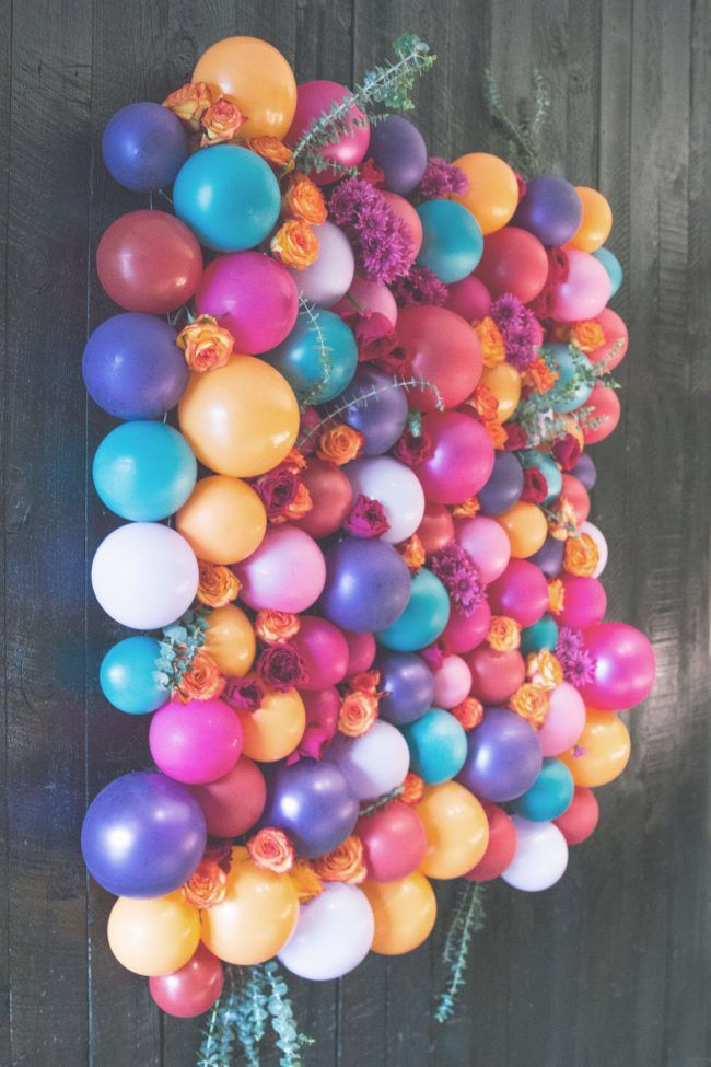 Floral Balloon Backdrop DIY by thesarahjohnsoncom Baby girl