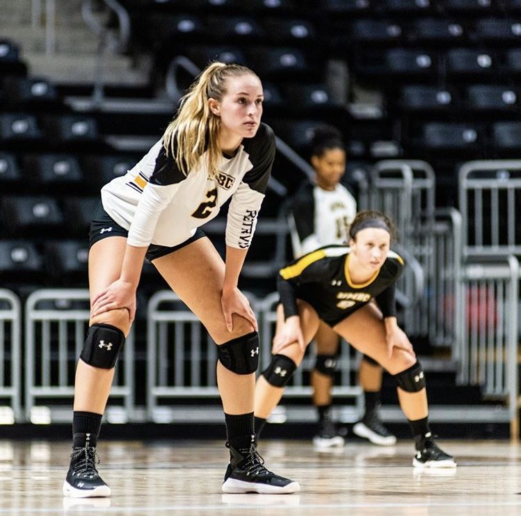 Pin By Ronaldo Orton On V O L L E Y B A L L In 2020 Female Volleyball Players Women Volleyball Volleyball Photography