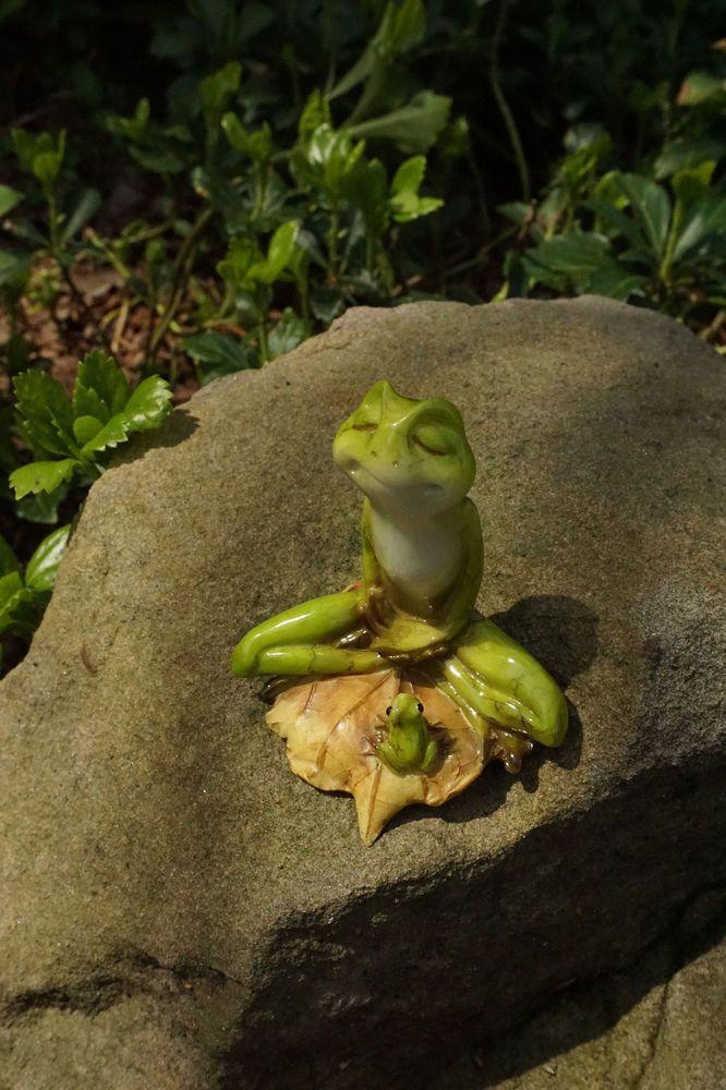 Miniature FAIRY GARDEN ~ Mini Yoga Frog in Meditative Lotus Pose Figurine ~ NEW
