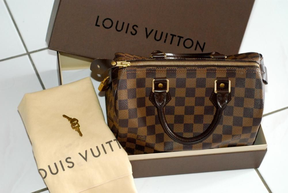 a317de587acea Louis Vuitton Speedy 25 Damier Ebene- I like this so much more than the  monogram pattern.