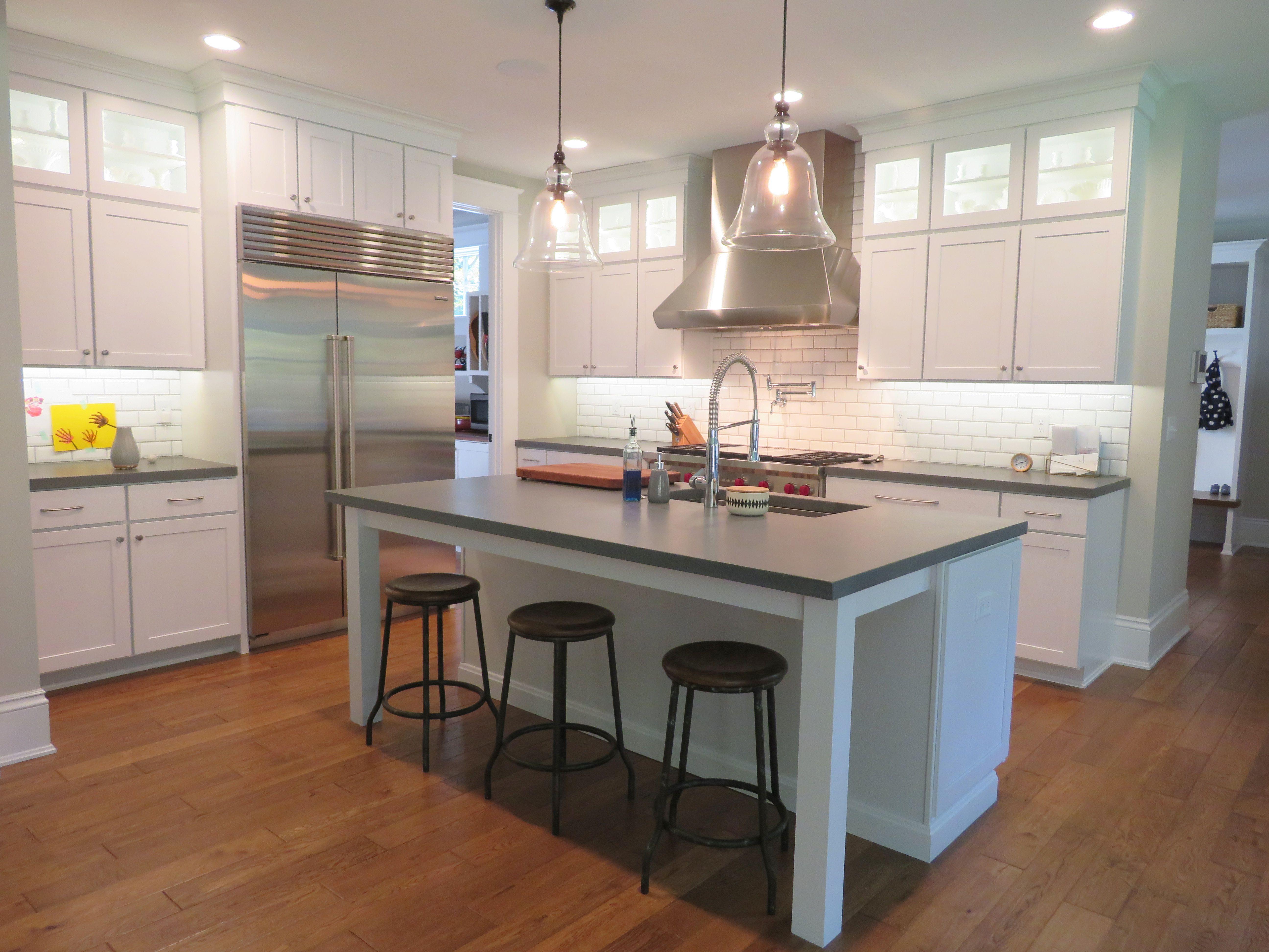 Echelon Cabinetry In Trevino Maple Alpine White Kitchen Design Kitchen And Bath Kitchen Layout