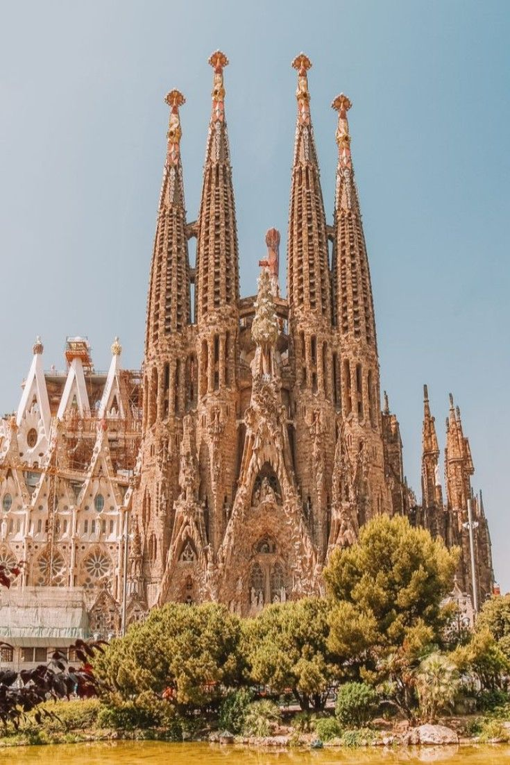 The Top 13 things to do in Barcelona Ӏ 2019 guide What are the best things to do in Barcelona on 2019? Discover the best tours and activities, popular museums, parks and the most famous sights of the capital of Catalonia.