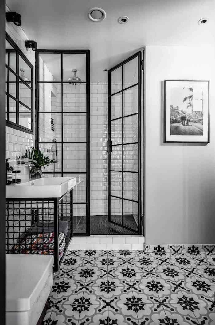 Hier Sind Die Schonsten Badezimmer Trends 2019 Industriedesign Badezimmer Schwarz Weisse Badezimmer Und Bad Fliesen Designs